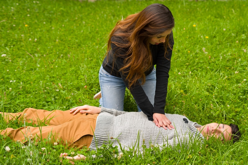 help someone who is choking in cpr