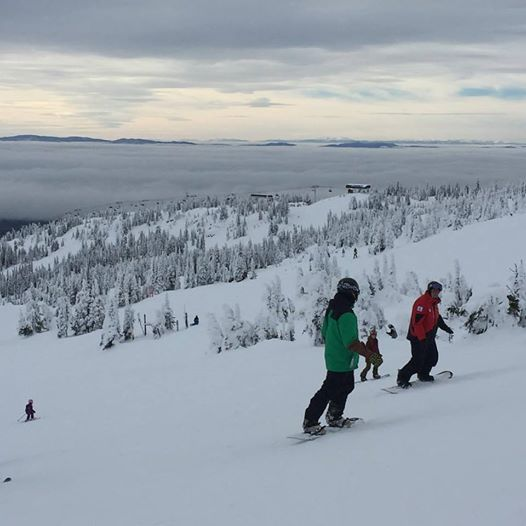 Snowboarding at Big White