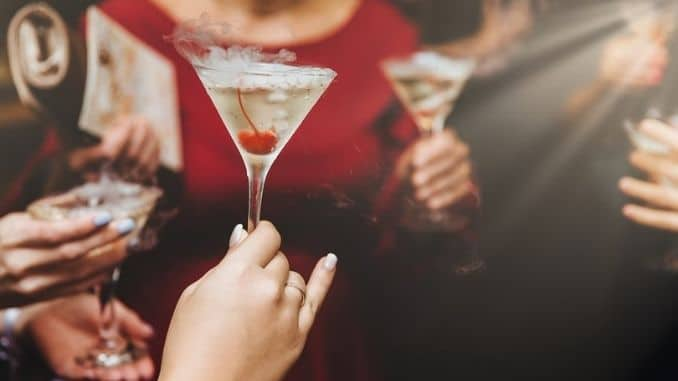 females-drink-alcoholic-cocktails