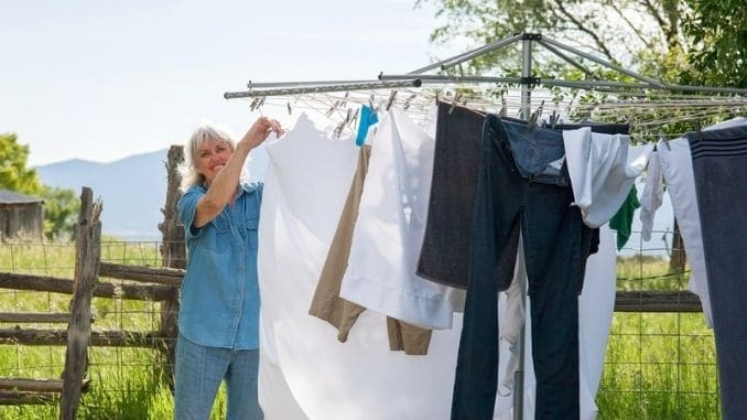 Hanging-Laundry-to-Dry