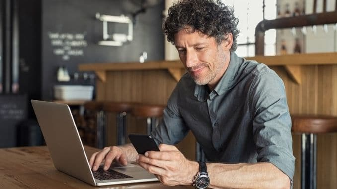 businessman-working-at-cafe