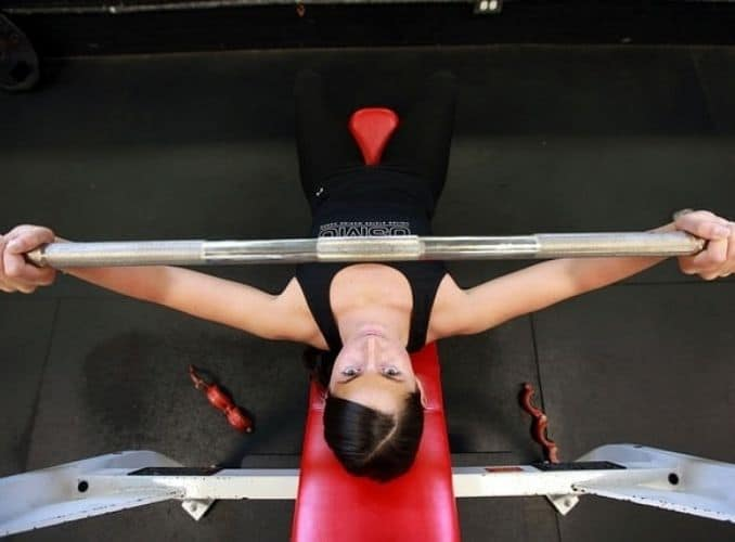 weights-lifting-female