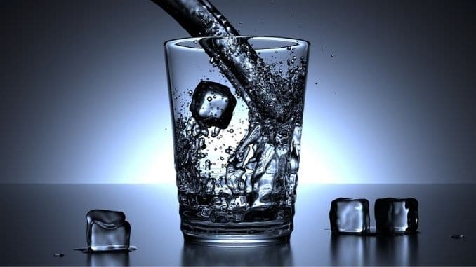glass-water-ice-cubes
