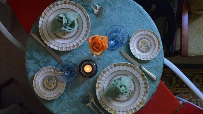 food-place-setting-restaurant
